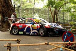 De beschadigde auto van Laurens Vanthoor, Craft Bamboo Racing, Porsche 911 GT3R