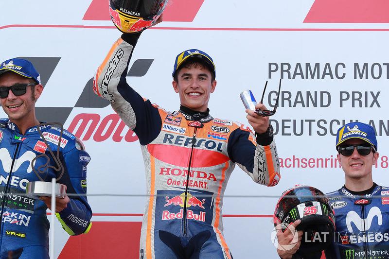 Podio: 1º Marc Marquez, 2º Valentino Rossi, 3º Maverick Viñales