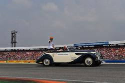 Fernando Alonso, McLaren, nella drivers parade