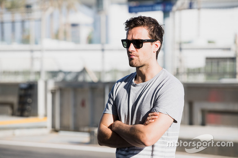 Jolyon Palmer watches his brother, Will Palmer, Arden International
