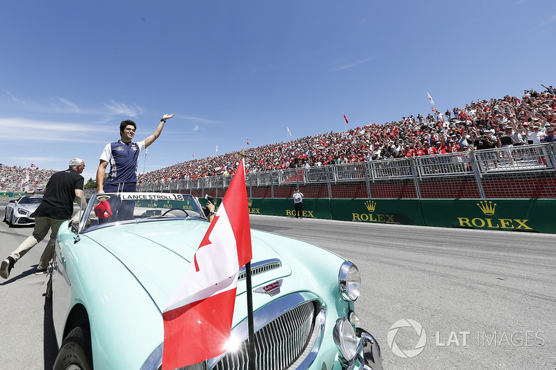 Lance Stroll, Williams Racing, nella drivers parade