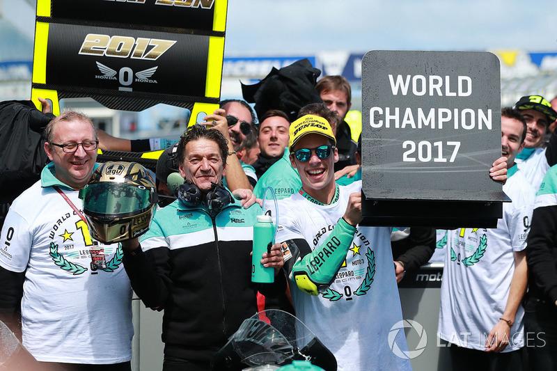 Na primeira corrida do dia, Joan Mir conquistou o título da Moto3 com dois GPs de antecedência após vencer a prova e ver Romano Fenati apenas em sexto lugar. A corrida foi encerrada após 17 das 23 voltas pela chuva.