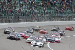 Tyler Reddick, Chip Ganassi Racing Chevrolet, Erik Jones, Joe Gibbs Racing Toyota, Ryan Blaney, Team Penske Ford