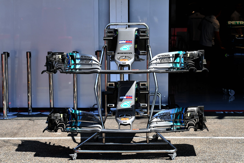 Mercedes-AMG F1 W09 nose and front wings