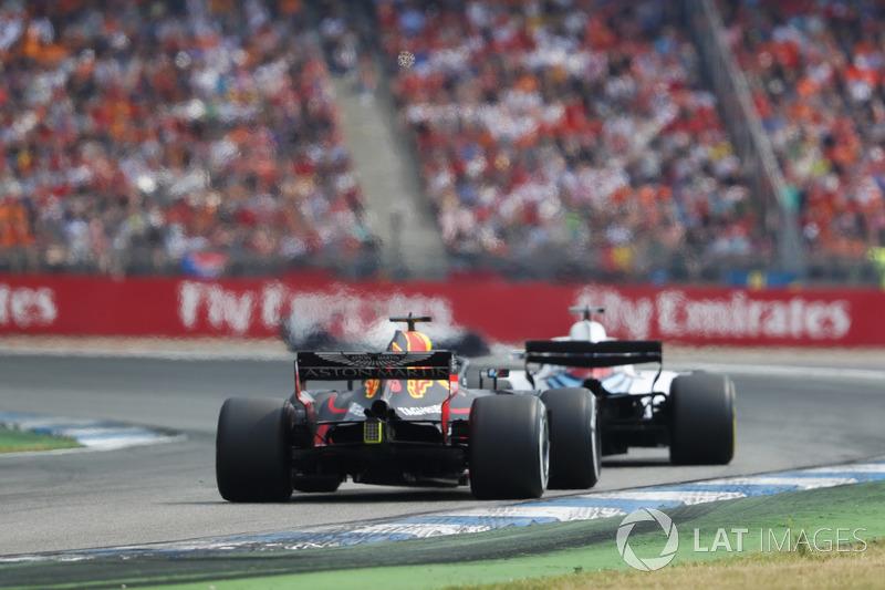 Lance Stroll, Williams FW41, precede Daniel Ricciardo, Red Bull Racing RB14