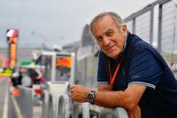 Giorgio Piola sulla pit lane di F.1