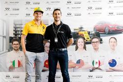INFINITI Engineering Academy Gewinner Daniel Sanham mit Nico Hülkenberg