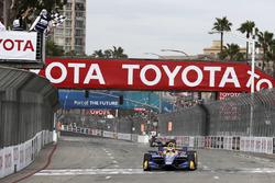 Alexander Rossi, Andretti Autosport Honda takes the checkered flag