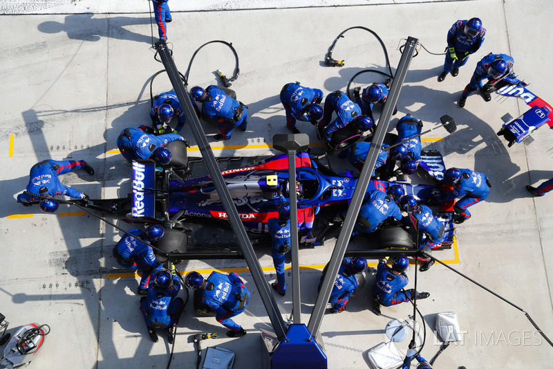 Pierre Gasly, Toro Rosso STR13 Honda, in the pits