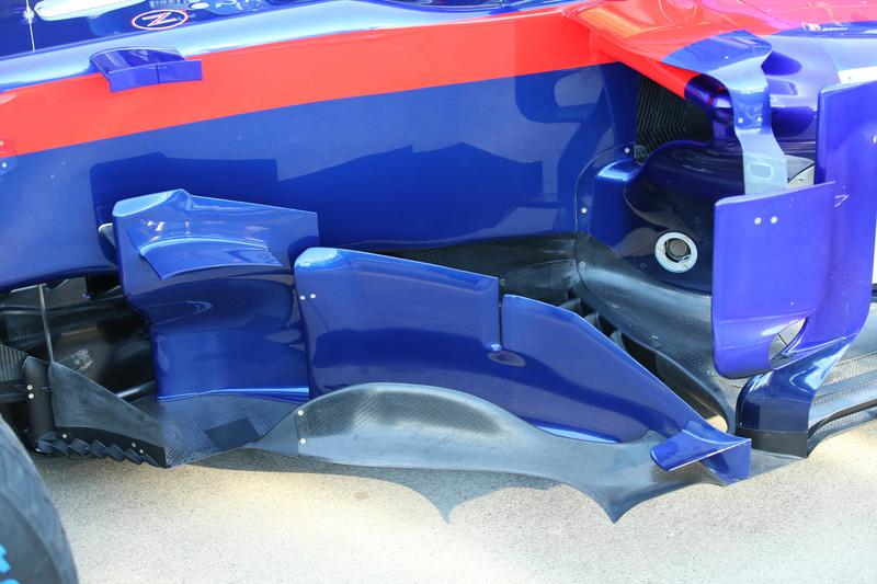 Toro Rosso STR13 pontones