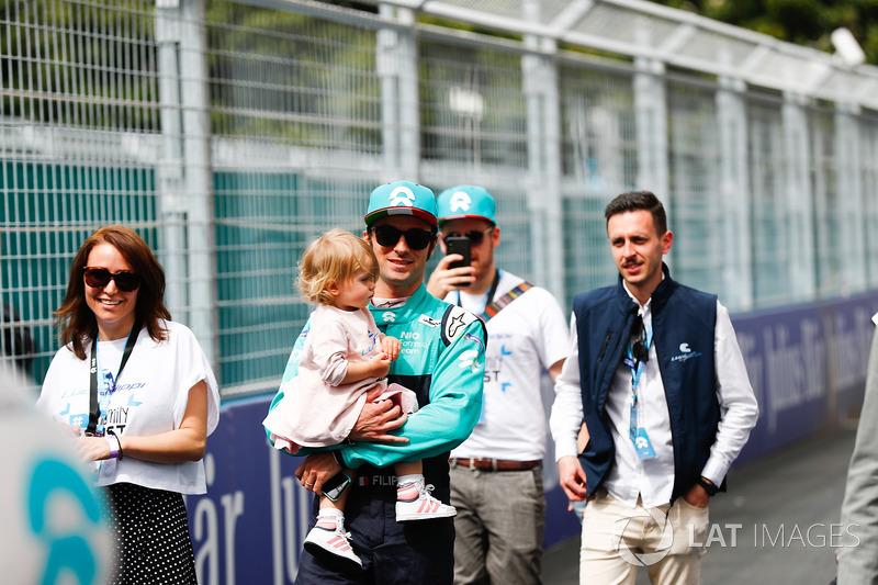 Luca Filippi, NIO Formula E Team, in griglia con la sua famiglia