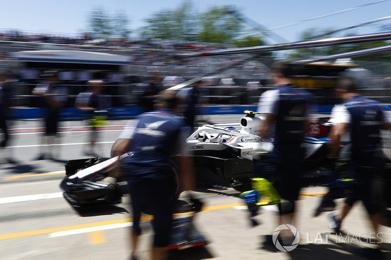 Sergey Sirotkin, Williams FW41, in the pits during practice