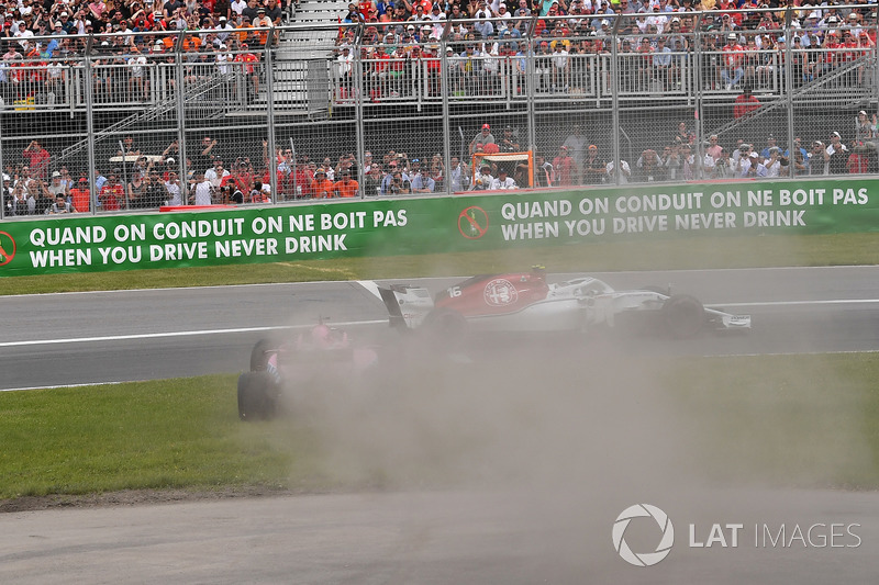 Sergio Perez, Force India VJM11 melintir
