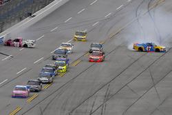 Kaz Grala, GMS Racing Chevrolet and Chris Fontaine, Glenden Enterprises Toyota Tundra wreck