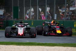 Romain Grosjean, Haas F1 Team VF-18 and Daniel Ricciardo, Red Bull Racing RB14 battle