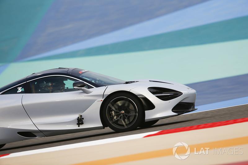 Pirelli hot laps con Zak Brown, Director Ejecutivo, McLaren Technology Group