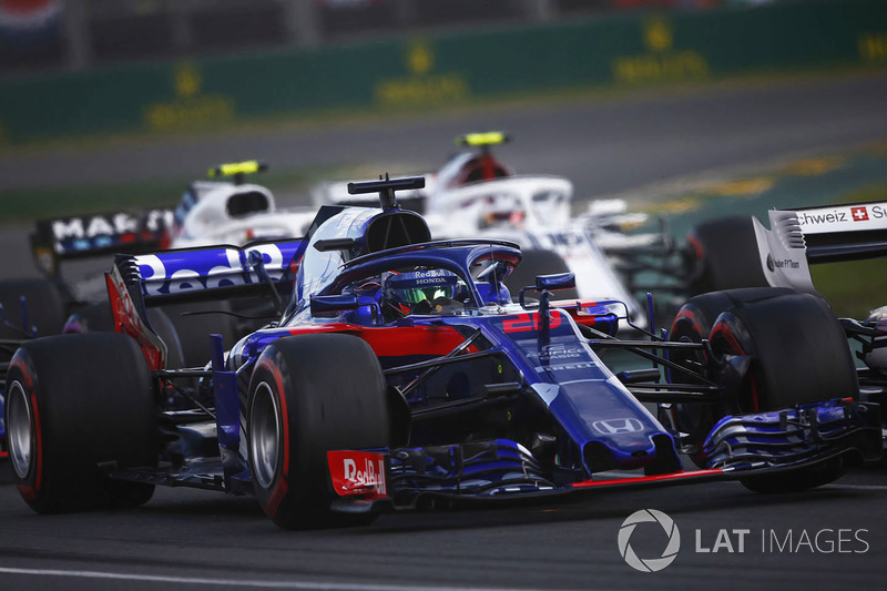 Brendon Hartley, Toro Rosso STR13 Honda, leads Charles Leclerc, Sauber C37 Ferrari, and Sergey Sirotkin, Williams FW41 Mercedes, at the start