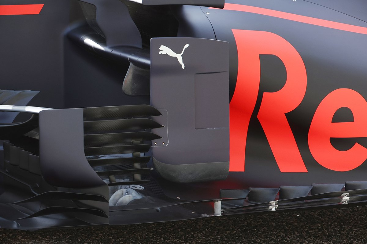 Red Bull Racing RB16B, dettaglio del bargeboard visto a Imola
