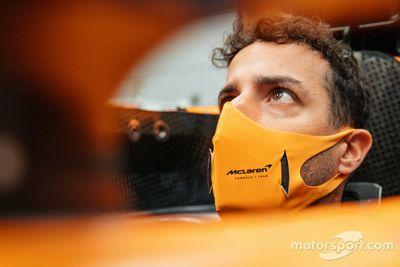 Ricciardo visita la fábrica de McLaren