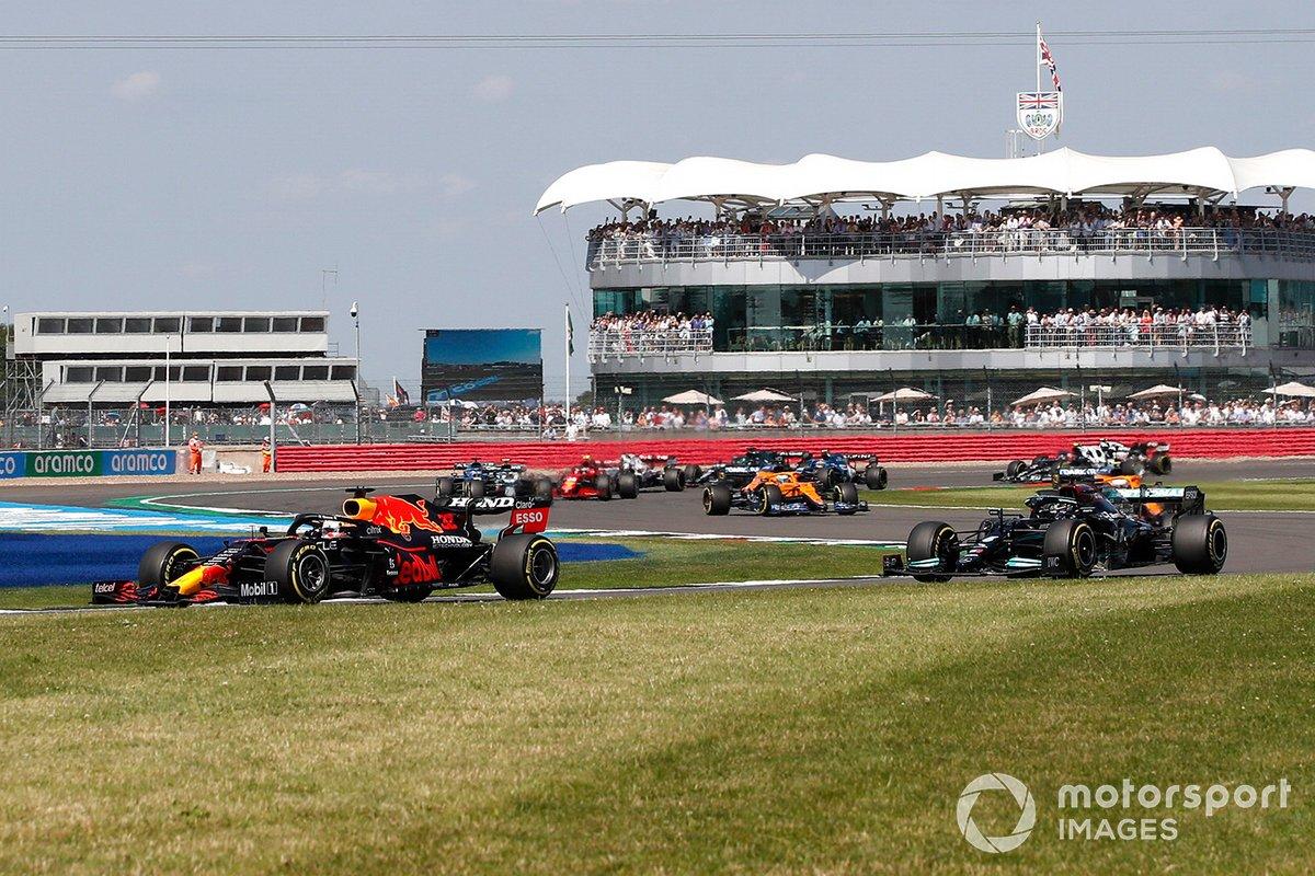 Max Verstappen, Red Bull Racing RB16B, Lewis Hamilton Mercedes W12