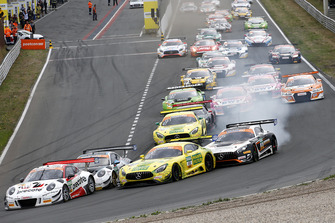 Start action, #99 Precote Herberth Motorsport Porsche 911 GT3 R: Robert Renauer, Mathieu Jaminet leads
