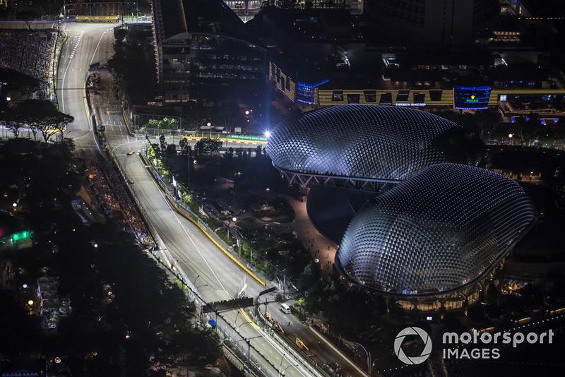 Fernando Alonso, McLaren MCL33, Sergio Perez, Racing Point Force India VJM11