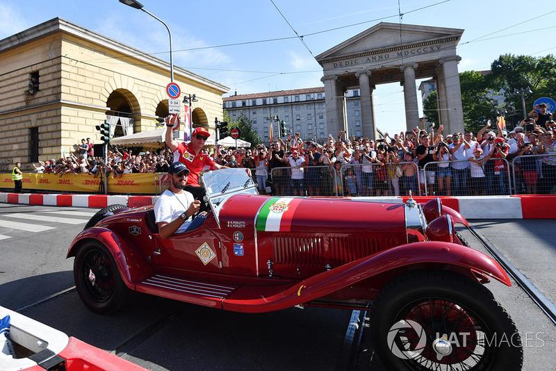 Kimi Raikkonen, Ferrari, naik mobil klasik