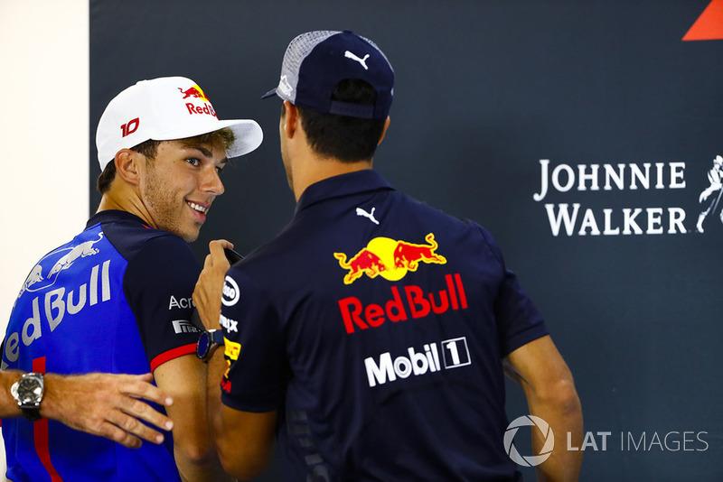 Pierre Gasly, Toro Rosso, et Daniel Ricciardo, Red Bull Racing, en conférence de presse