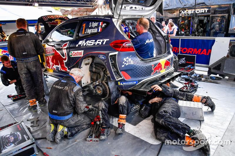 Автомобиль Ford Fiesta WRC Себастьена Ожье и Жюльена Инграссиа
