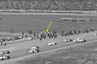 Hans Heyer, Penske, versteckt sich beim Start zum GP Deutschland 1977 in Hockenheim