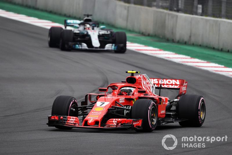 Kimi Raikkonen, Ferrari SF71H et Lewis Hamilton, Mercedes AMG F1 W09 EQ Power+