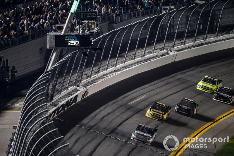 Austin Hill, Hattori Racing Enterprises, Toyota Tundra CHIBA Toyopet, win, checkered flag