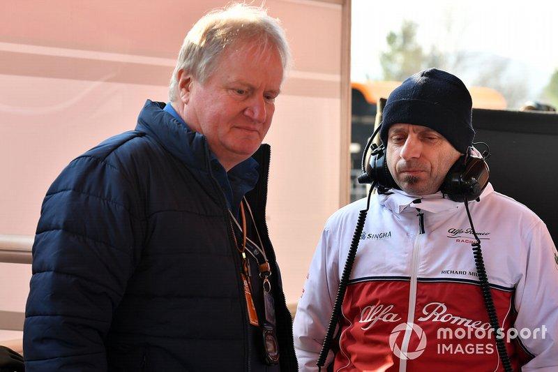 Jo Bauer, delegado técnico de la FIA y Simone Resta, Alfa Romeo Racing
