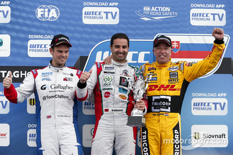 Yokohama trophy: second place Tom Chilton, Sébastien Loeb Racing, Citroën C-Elysée WTCC; Winner Mehdi Bennani, Sébastien Loeb Racing, Citroën C-Elysée WTCC; third place Tom Coronel, Roal Motorsport, Chevrolet RML Cruze TC1