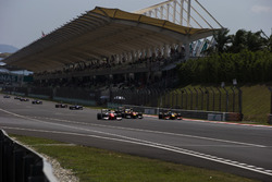 Oliver Rowland, MP Motorsport, Jordan King, Racing Engineering and Antonio Giovinazzi, PREMA Racing