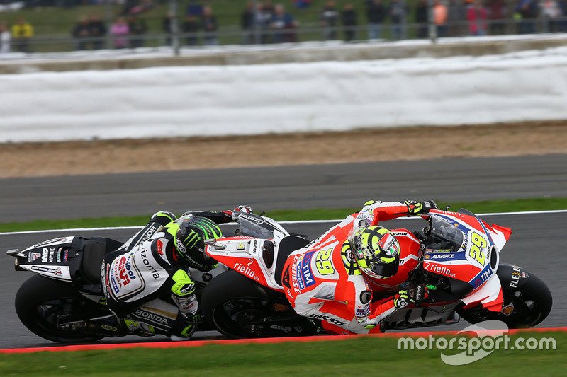 Andrea Iannone, Ducati Team; Cal Crutchlow, Team LCR, Honda