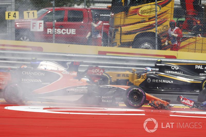 Макс Ферстаппен, Red Bull Racing RB13, Фернандо Алонсо, McLaren MCL32, Данііл Квят, Scuderia Toro Rosso STR12, на старті