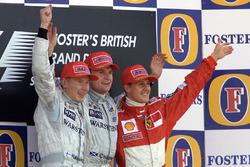 Podyum: Yarış galibi David Coulthard, McLaren, 2. Mika Hakkinen, McLaren, 3. Michael Schumacher, Ferrari