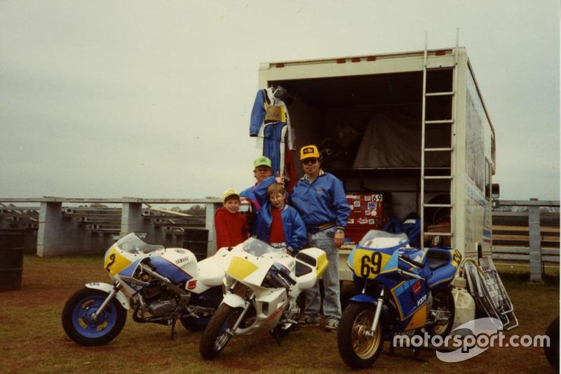 Дождавшись 16-летия, Ники смог переключиться на профессиональный мотоспорт и перешел в серию AMA. Спустя два года он стал чемпионом в 600-кубовом классе Supersport. В 2000-м с заводской командой Honda он стал самым молодым чемпионом в классе Superbike.