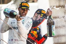 Podium: ganador, Lewis Hamilton, Mercedes AMG F1, tercero, Daniel Ricciardo, Red Bull Racing