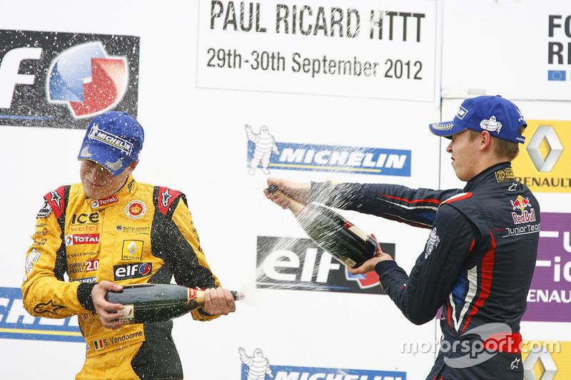 Podium: race winner Stoffel Vandoorne, Josef Kaufmann Racing, second place Daniil Kvyat, Koiranen GP