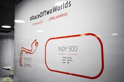 Схемы трасс Гран При Монако и Инди 500 на стене гаража McLaren