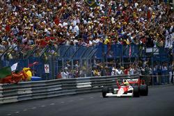 Winner Ayrton Senna, McLaren