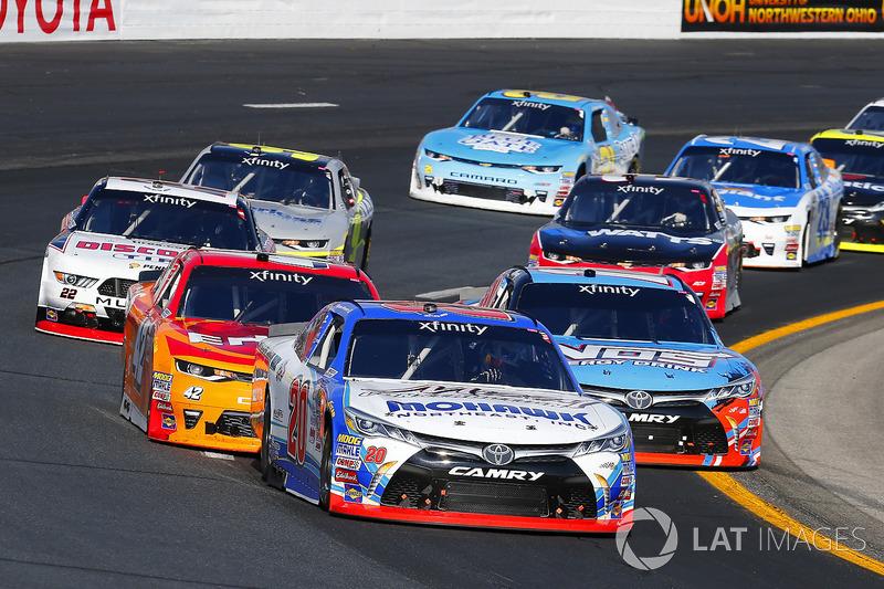 Ryan Preece, Joe Gibbs Racing Toyota, Kyle Busch, Joe Gibbs Racing Toyota y Kyle Larson, Chip Ganassi Racing Chevrolet
