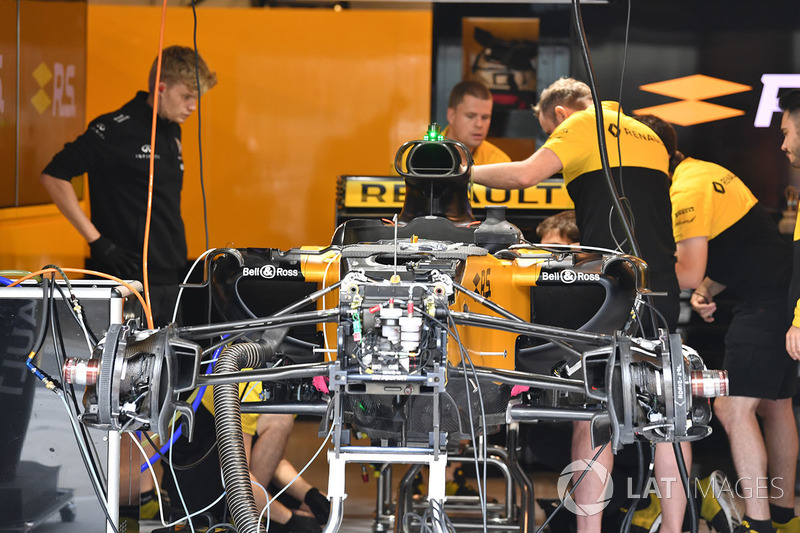 Renault Sport F1 Team RS17 en el garaje