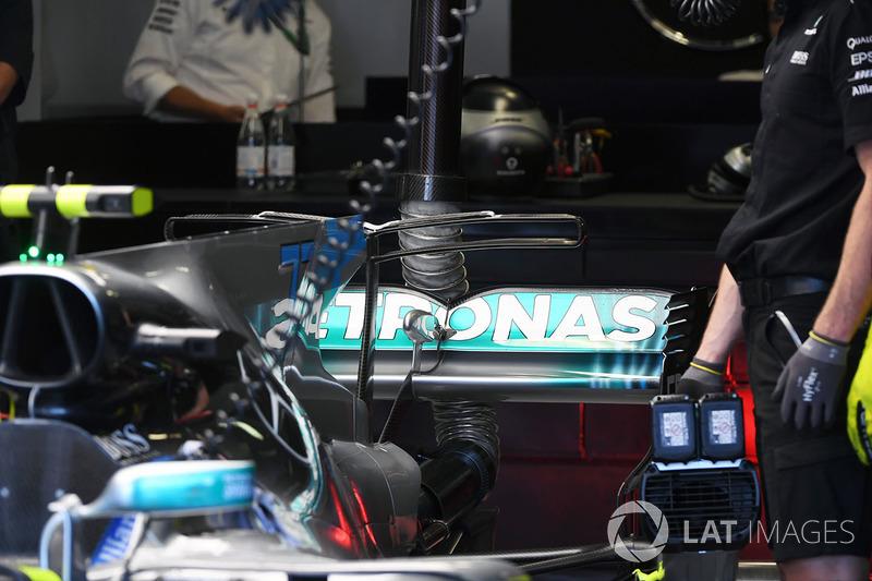 تفاصيل الجناح الخلفي لسيارة مرسيدس