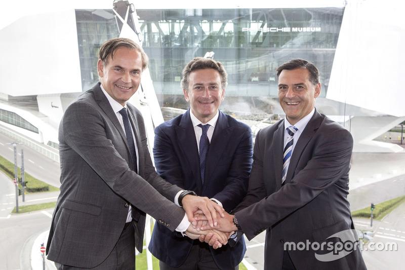 Oliver Blume, CEO de Porsche, Alejandro Agag CEO Fórmula E y Michael Steiner, Porsche