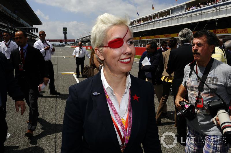 Maria De Villota foi contratada como piloto de testes pela Marussia, mas acabou sofrendo um grave acidente durante testes realizados no aeroporto de Duxford. Ela morreu em 2013 com as sequelas dos ferimentos que sofreu do acidente.