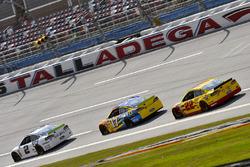 Brad Keselowski, Team Penske Ford, Ricky Stenhouse Jr., Roush Fenway Racing Ford e Joey Logano, Team Penske Ford