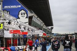 Le Mans pitlane